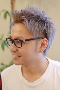 シルバーアッシュカラーの髪型