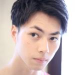 10代髪型メンズツーブロック+アップバングスタイル